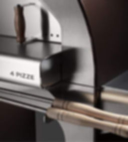 Horno de leña de jardín que se puede colocar incluso en balcón o en terraza. Utiliza el plano refractario de los hornos profesionales.