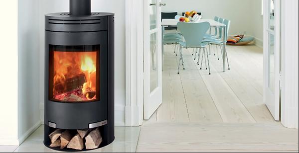 La estufaAduro 1.2genera una atmósfera acogedora y una sensación de bienestar alrededor del fuego. Gracias a sus líneas depuradas, será fácil ubicarla en distintos tipos de interiores. La prolongación natural de la chimenea y su forma redondeada, confiere a esta estufa un aspecto de serenidad y armonía.