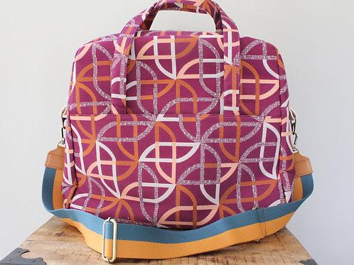 Circular Mod Heather Traveler Bag in Fuchsia