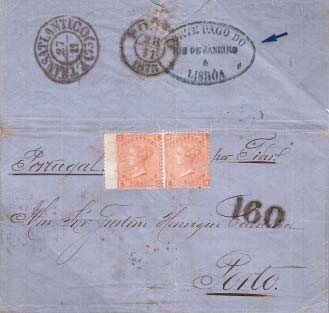 """Fig. 8 - Navio """"Tiber"""" da Royal Mail Steam Packet Cº, operando sem subsídio (1872 a 1873). Rio de Janeiro, 1873 para o Porto. Selos ingleses de 4 pence aplicados por engano pelo remetente e não obliterados pelo consulado no Rio por não estar o navio sob contrato. Em Lisboa, o agente postal colocou o carimbo """"PORTE PAGO DO RIO DE JANEIRO A LISBOA"""" e em seguida, percebendo o seu erro, aplicou o carimbo negro de entrada """"P. TRANSATLANTICO"""" e a taxa de 160 Réis correspondente ao 2º porte até 20g. dos navios não subsidiados."""