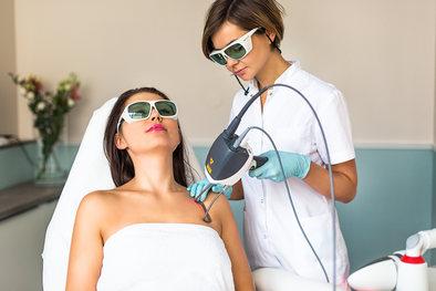Prezentacja zabiegów w salonie kosmetologicznym Cliniq