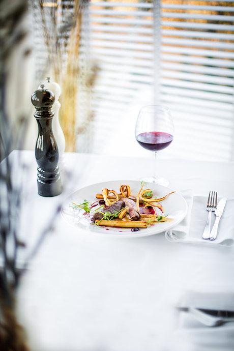 Prezentacja dań w restauracji Dune Restaurant Cafe Lounge