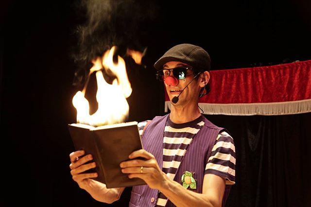 Vida de palhaço é fogo!!!!!kkkkkk