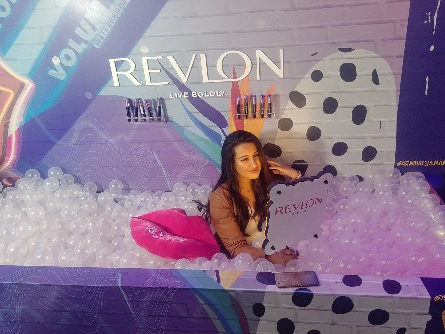 Lady at the Revlon activation using the Selfie Handheld Photo Booth