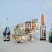 oude flessen met kaarsen