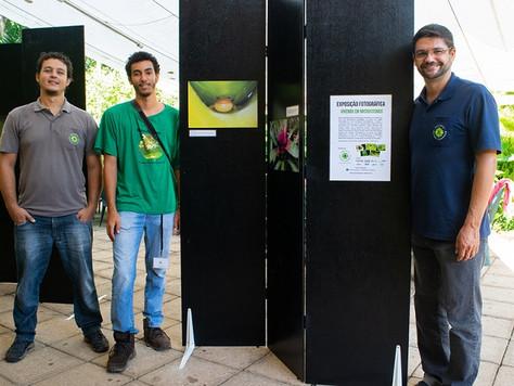 """""""Vivendo em Microcosmos"""" - Exposição Fotográfica Itinerante"""