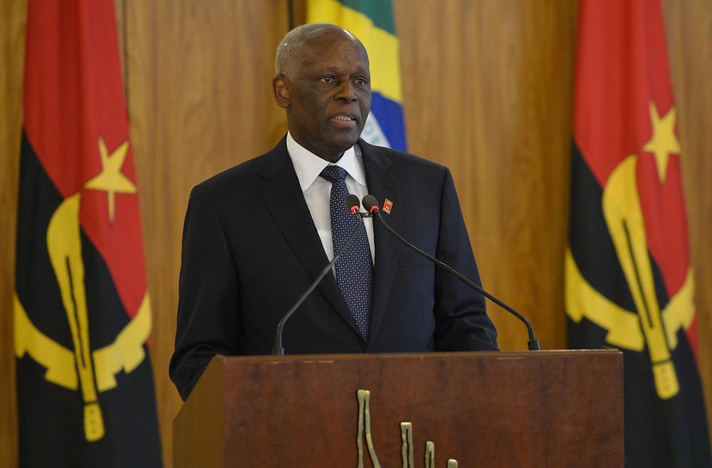 José Eduardo dos Santos, Gene Sharp, Angola