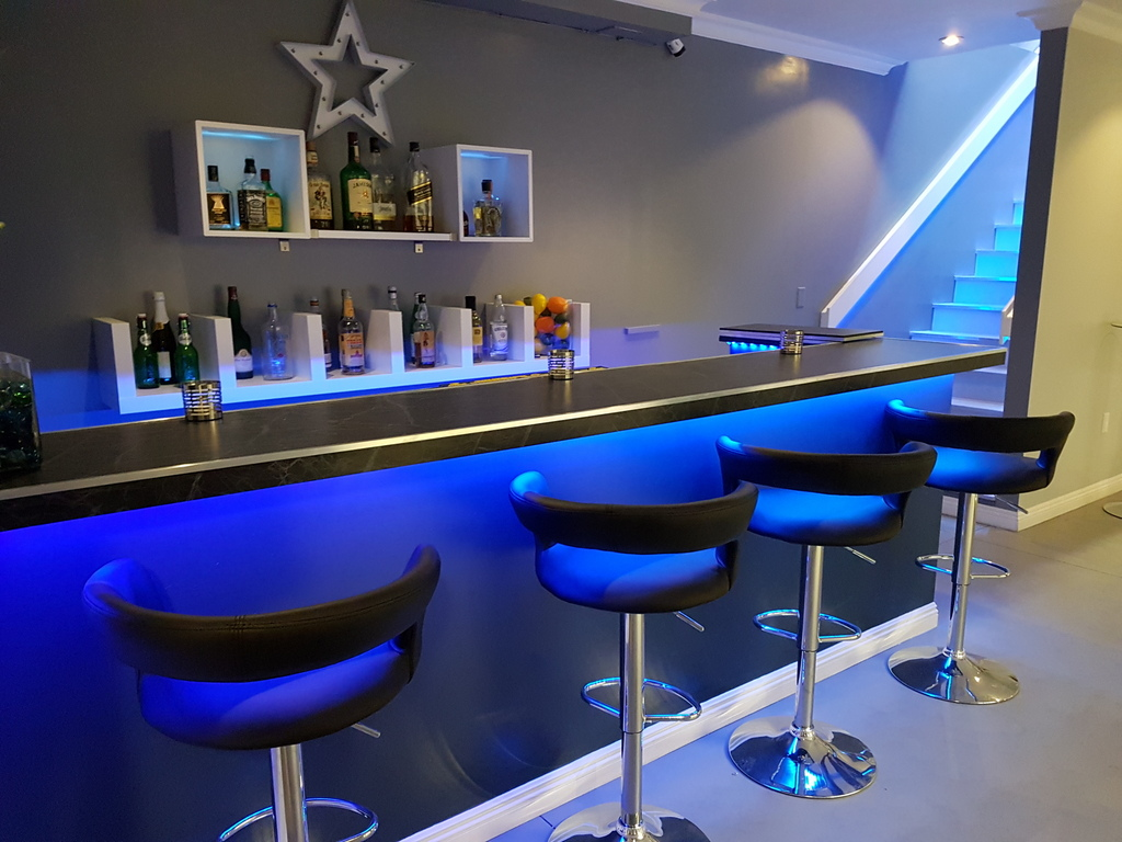 Bar Blue