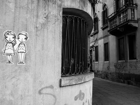 Wall Art Love Couple BW Street.jpg