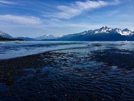 Blue water sky mountain2.jpg