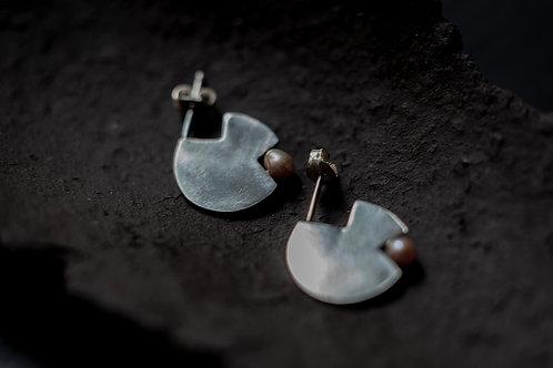 Sterling Silver x Pink Pearl Pair Earrings by Mariko Tsuchiyama