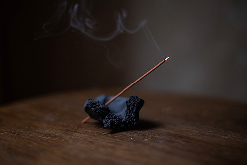 "Ceramic Incense Holder ""Vulcano"" With Hole by atelier RYOKO"