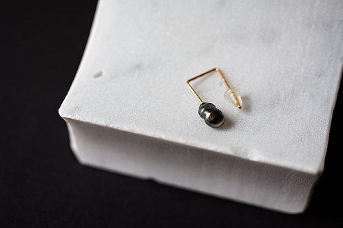 18kt Gold x Black Pearl Single Earring by Mariko Tsuchiyama