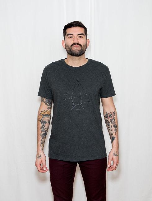 tshirt_myself_portraet_gray_model_3.jpg