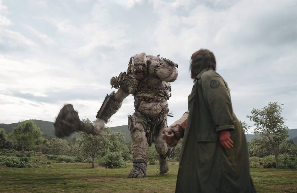 Hellboy e un gigante