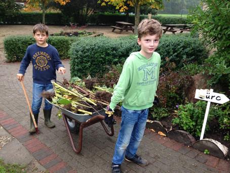 Gartenarbeit und Gemüsesuppe