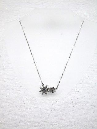 Collier avec fleurs avec élément Swarovski