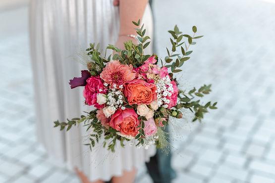 Hochzeitsfotograf Hochzeitsfilmer Blumenstrauß Regensburg
