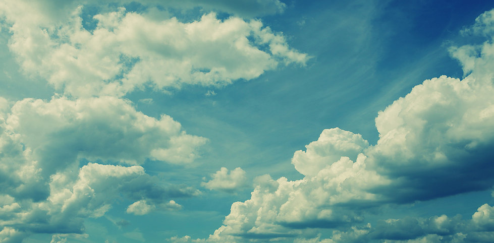Flauschige weiße Wolken