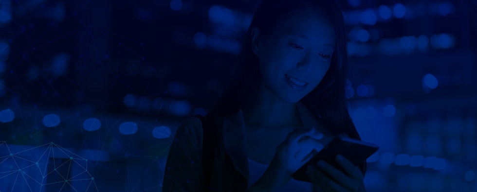 woman-sending-message-on-cellphone-in-ci