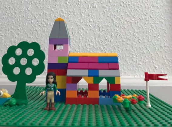 Lego%20kirke%201_edited.jpg