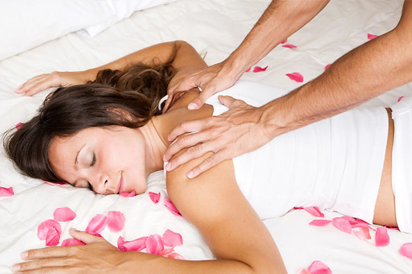 romantic-couple-massage-spa-day-ideas.jp