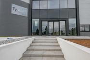 devanture TY.ALU fabricant menuiseries aluminium Noyal Pontivy Morbihan Bretagne