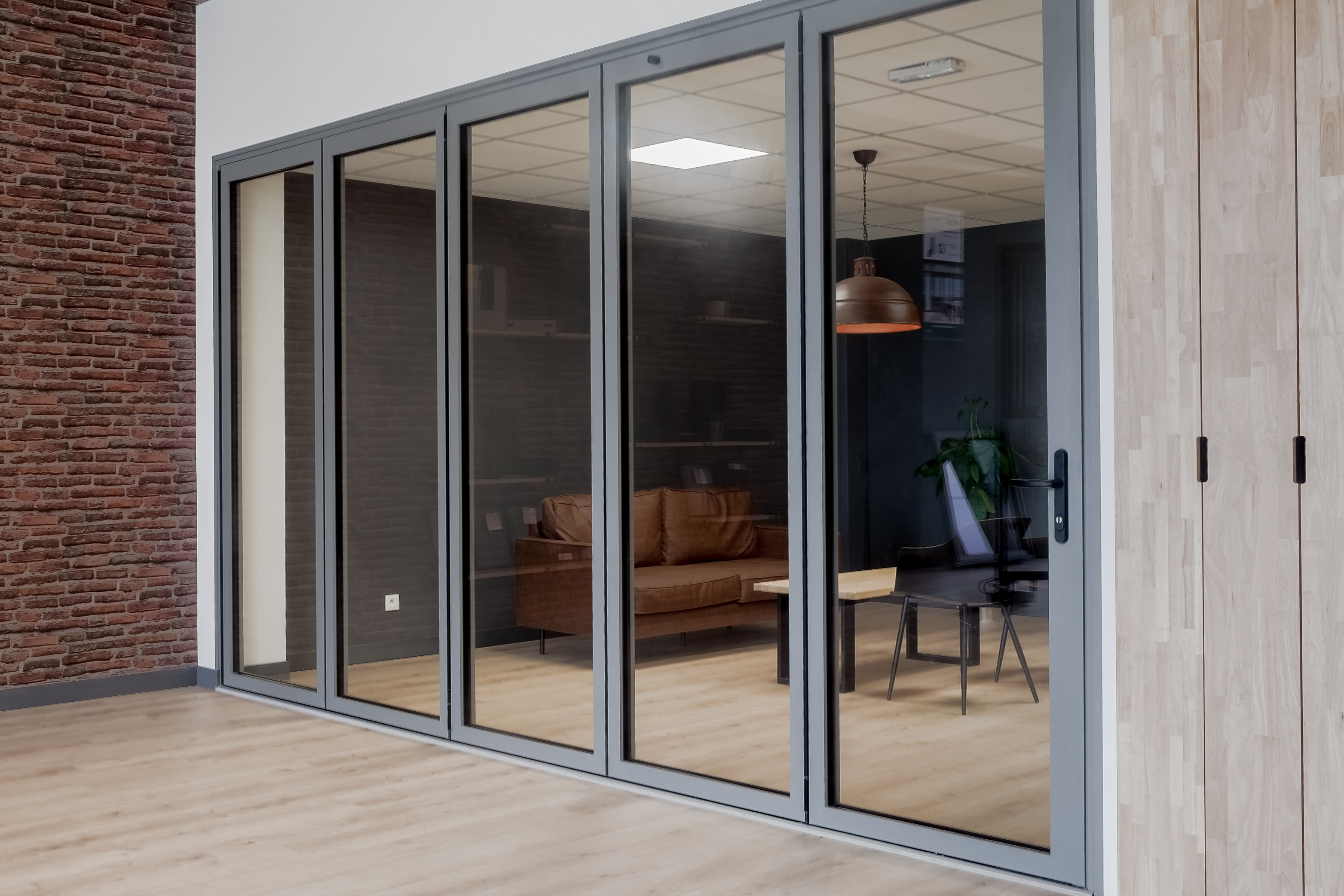 porte repliable aluminium TY ALU showroom fermée