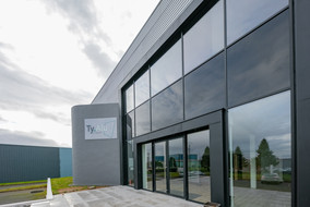 devanture TY.ALU fabricant menuiseries aluminium Noyal Pontivy Morbihan