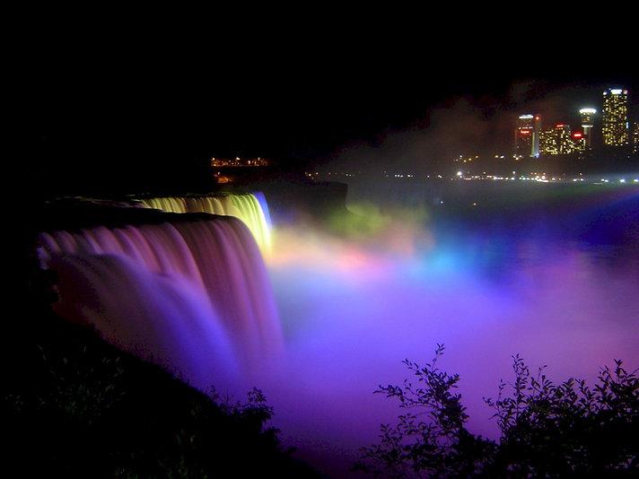 niagara-falls-dancing-lights.jpg
