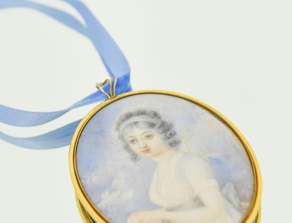 Daphne Pendant Necklace