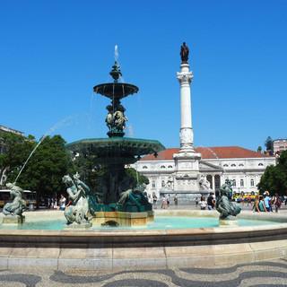 Baixa: Der Praca Dom Pedro mit dem Nationaltheater im Hintergrund