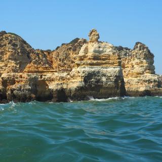 Die von Wind und Wasser ausgewaschenen Felsstrukturen...