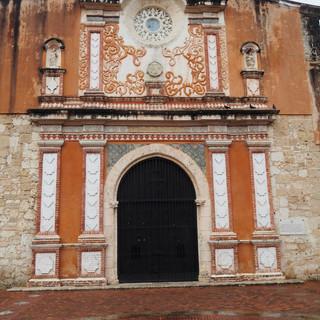 Eingang zur ältesten Kathedrale in der neuen Welt: Catedral de Santa Maria la Menor
