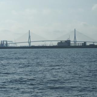 DIe Brücke der Verfassung verbindet Cadiz mit dem Puerto Real. Sie ist 3 km lang und wird täglich von rund 40'000 Fahrzeugen passiert.