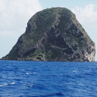 Vorbeifahrt am Rocher du Diamant vor der Südküste von Martinique