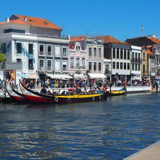 """Aveiro, nicht Venedig, dafür werden die """"Gondeln"""" (namit Motor betrieben."""