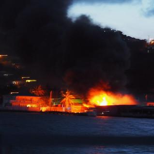 ... eine Gasstation brennt lichterloh