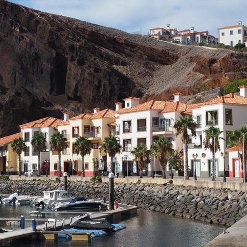 Eine Reihe kleiner Gebäude prägte die Marina Quinta da Lorde. Dort waren auch die Büros und Geschäfte untergebracht.