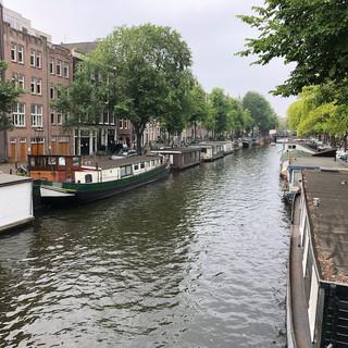 ...die Hausboote an deren Ufern