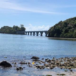 Brücke zur Insel vor Samana - von der Seite...