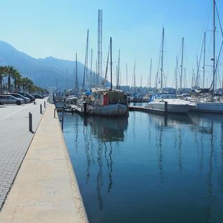 In der Marina von La Linea - Blick von der WoC auf den Rock