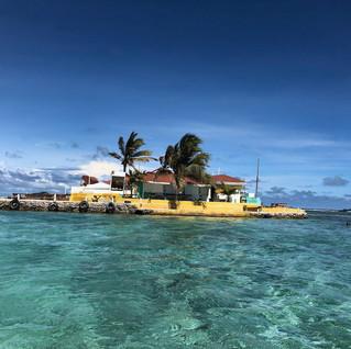 Eine Insel-Bar direkt vor der WoC - von allen guten und bösen Geistern verlassen...