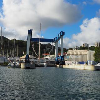 Drei Krane hat die Werft im Einsatz, das ist mit 400 t Tragkraft der grösste
