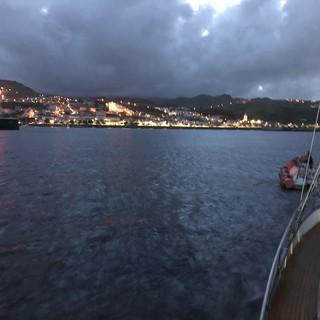Die WoC im Schlepptau auf dem Weg in den sicheren Hafen.