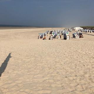 Strand gibt's auf der Insel genug,...