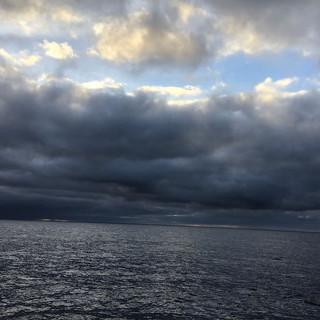 Dunkle Wolken sehen bedrohlich aus, mit etwas Glück kann man ihnen ausweichen.