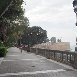 Velo-Ritt auf der Strand-Promenade von Cadiz