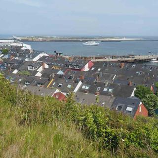 Blick auf die Unterstadt von Helgoland.
