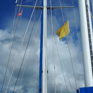 Gelbe Flagge: Noch wartet die Zollabfertigung auf uns...